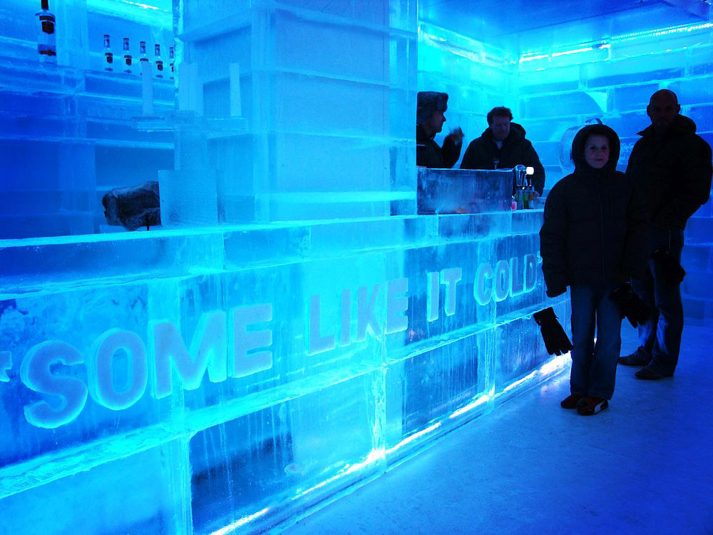 There is a new place to be in Amsterdam! The XtraCold Amsterdam Lounge & Icebar. On the photo above you see the cold part of XtraCold. The cold room is created by Inaxi Holland. The official opening of XtraCold is in September, but you can visit the bar right now. Check for more information, location and opening hours the website www.xtracold.nl.