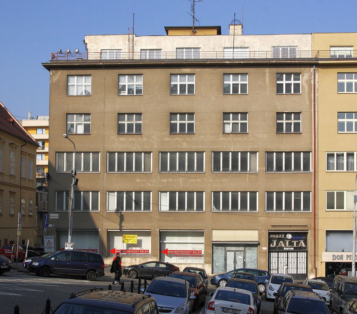 1363px-Brno_-_Dominikánské_náměstí,_pasáž_Jalta